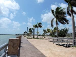 DSCN0018 deserted Cancun Malecon