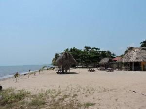 DSCN1153 beach and bar at Driftwood Bar