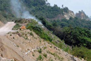 DSCN2383 typical roadside garbage dump on fire