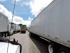 dscn4934-huge-line-of-trucks-at-border